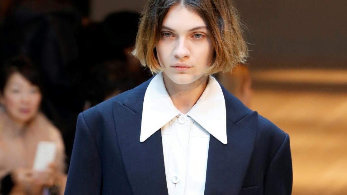 e12bbf685a35a Fashion Week  Balenciaga joue la couture