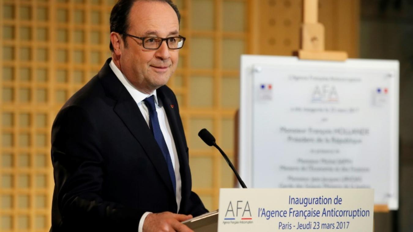 Hollande et merkel en une de m le magazine du monde dégustent des