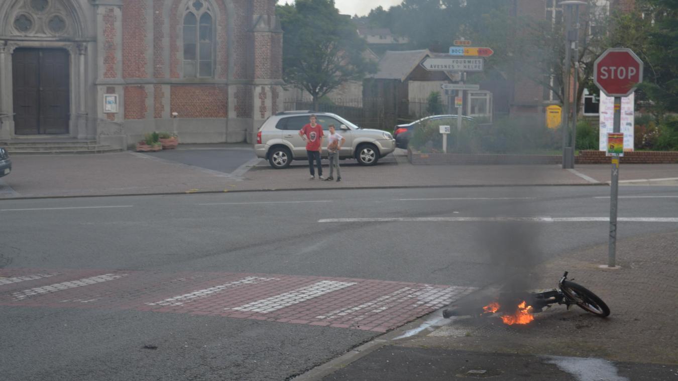 Wignehies: la mobylette prend feu, le conducteur l'abandonne