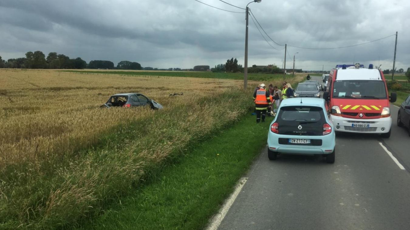 Frelinghem une voiture au fossé à frelinghien : un jeune homme légèrement blessé