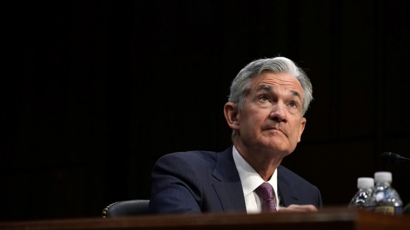 Trump critique ouvertement la Fed, le dollar fléchit