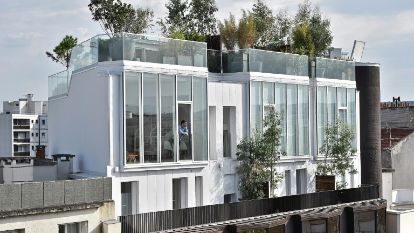 Conteneur Maison A Vendre à a vendre: maison posée sur un toit d'immeuble, vue imprenable sur le