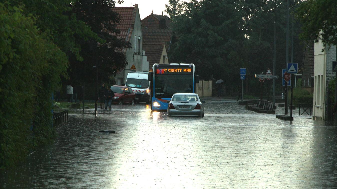 Douaisis Des Routes Et Quartiers Inond S Apr S De Fortes Pluies  # Abris De Jardin Frais Marais