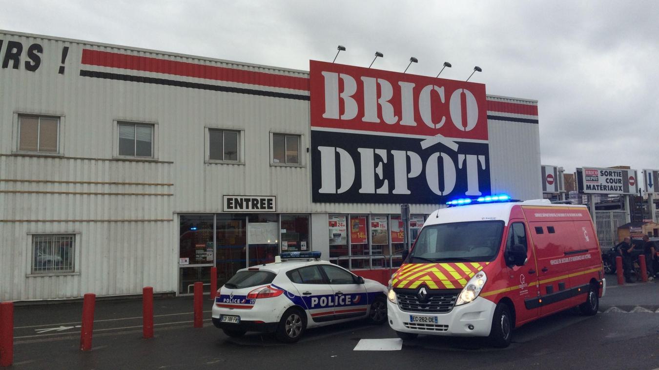 Leers Le Personnel Choque Apres Un Violent Braquage A Brico Depot