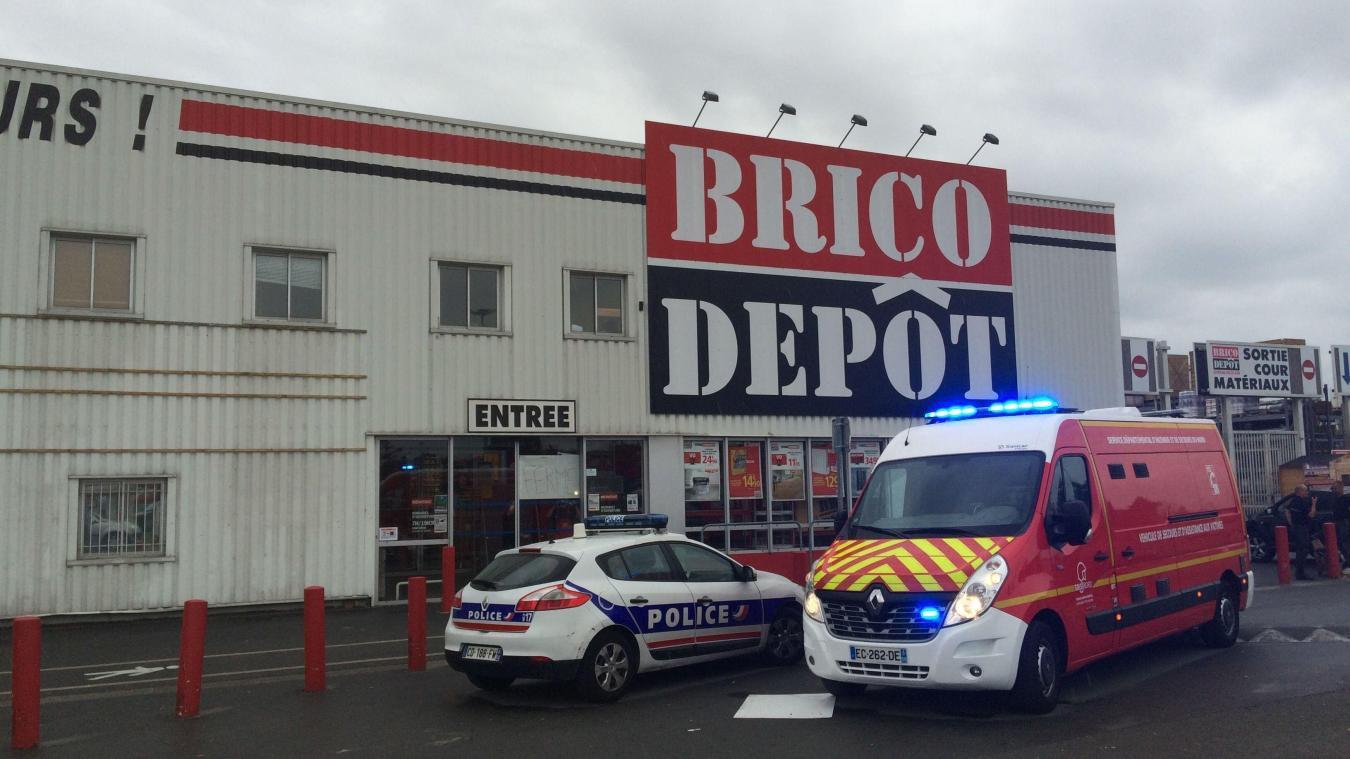 Braquage De Brico Depot A Leers Il A Crie Puis A Pose Son Arme