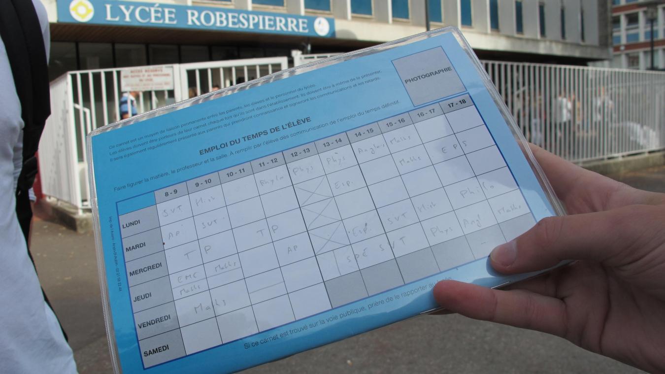 Des élèves de terminale ont notamment cinq heures de cours à la suite le  lundi,