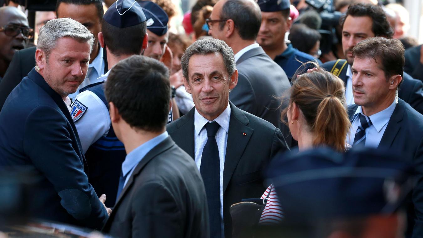Tourcoing Nicolas Sarkozy Attire Ses Fans Et Les Curieux Lors De La Seance De Dedicace A Livres En Nord