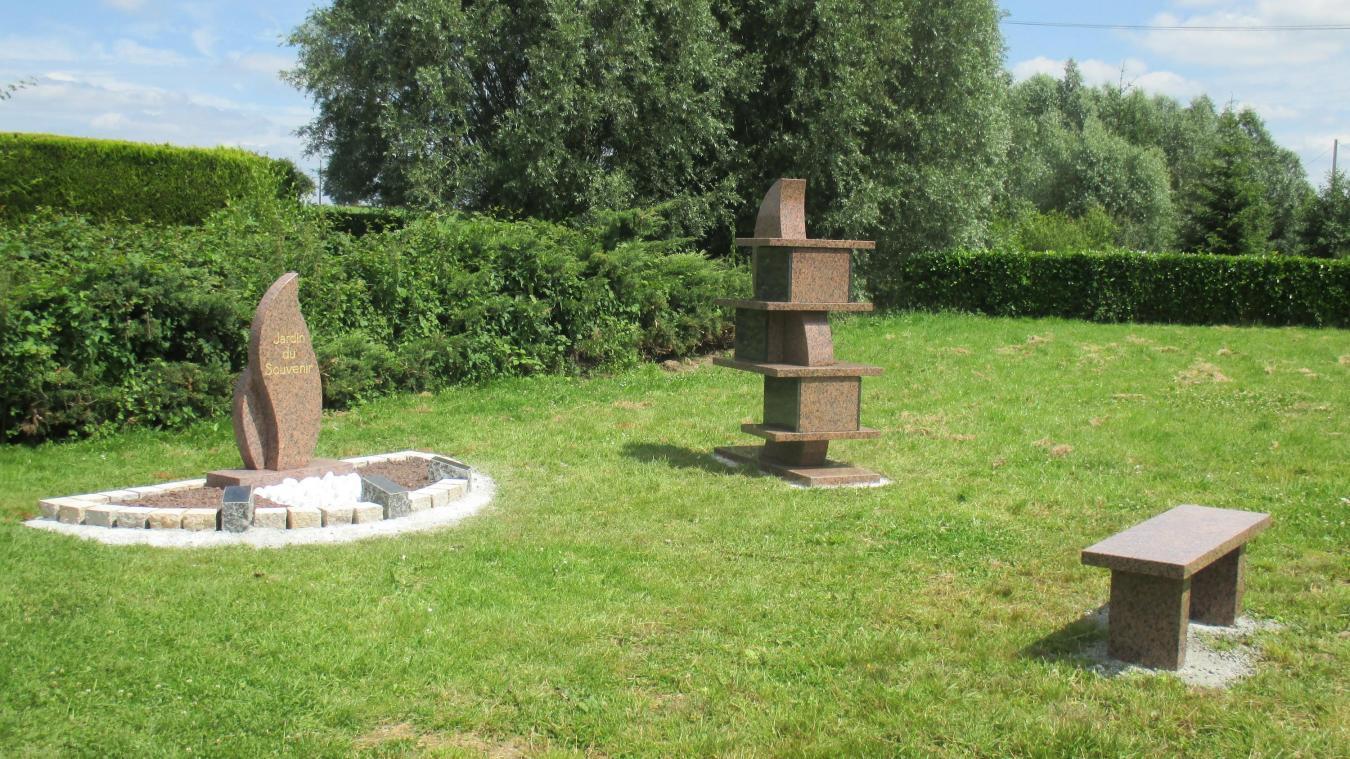 la commune a cr un lieu de recueillement pour les familles - Jardin Du Souvenir