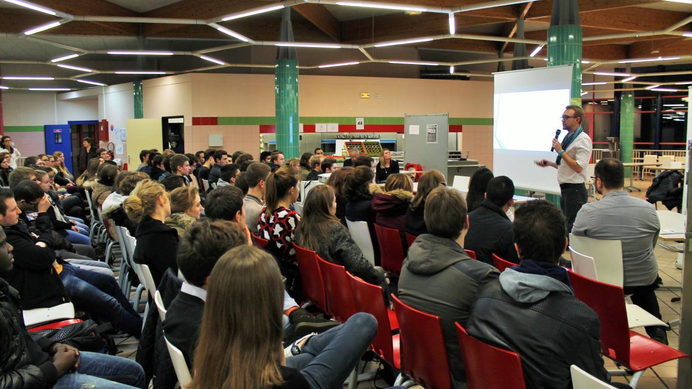 Les conférences au lycée Robespierre sont ouvertes à tout public, sur  inscription par courriel