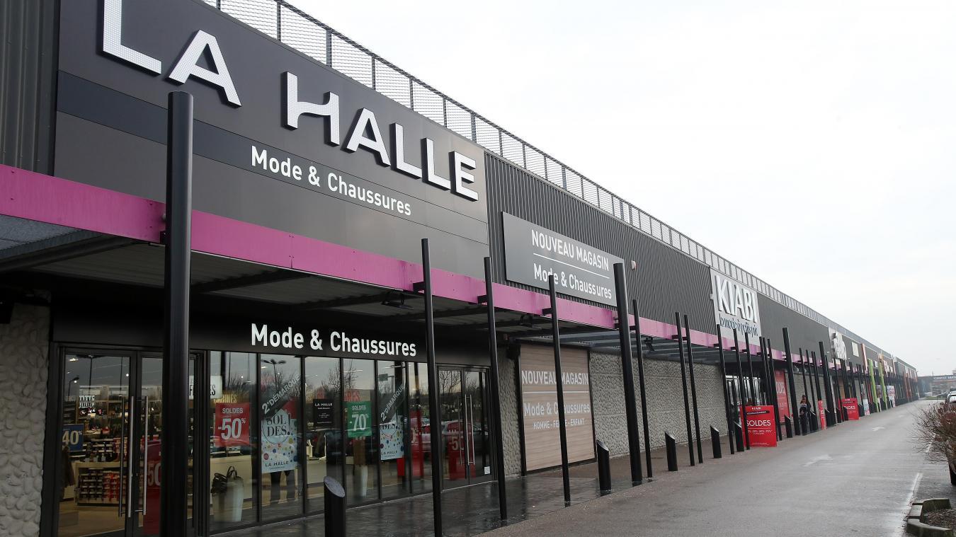 86fb89e1bde Une dizaine de salariés travaillent au magasin La Halle de la zone Curie.  PHOTO JEAN
