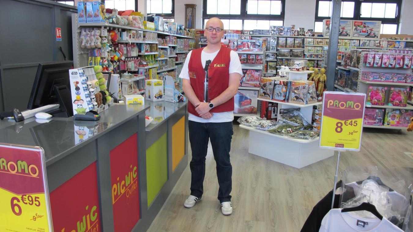 28cd5cff442d7 La boutique devait initialement ouvrir samedi prochain au deuxième étage du  bâtiment principal. Elle a