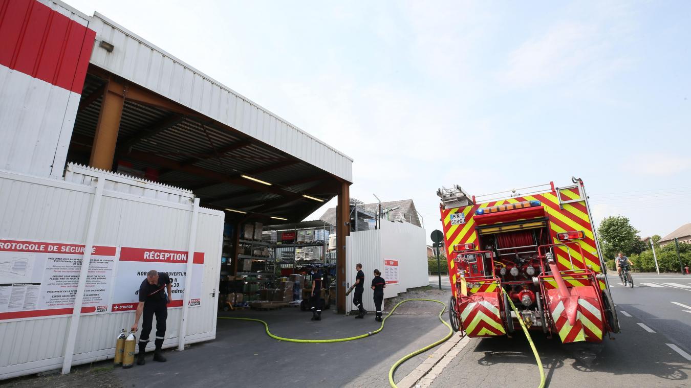 Lievin Cinquante Personnes Evacuees De Brico Depot Apres L Incendie