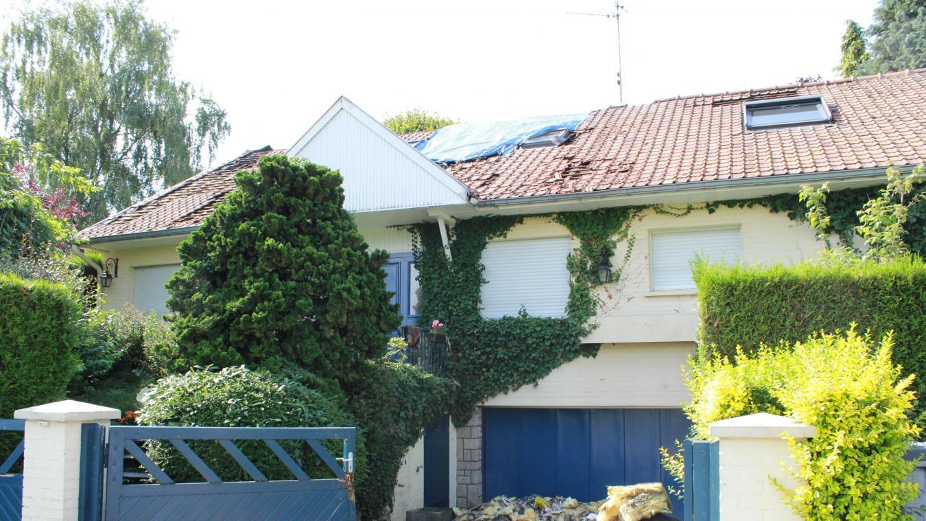 Villeneuve-d Ascq  La toiture d une habitation touchée par la foudre 2dd3ead4bf3e