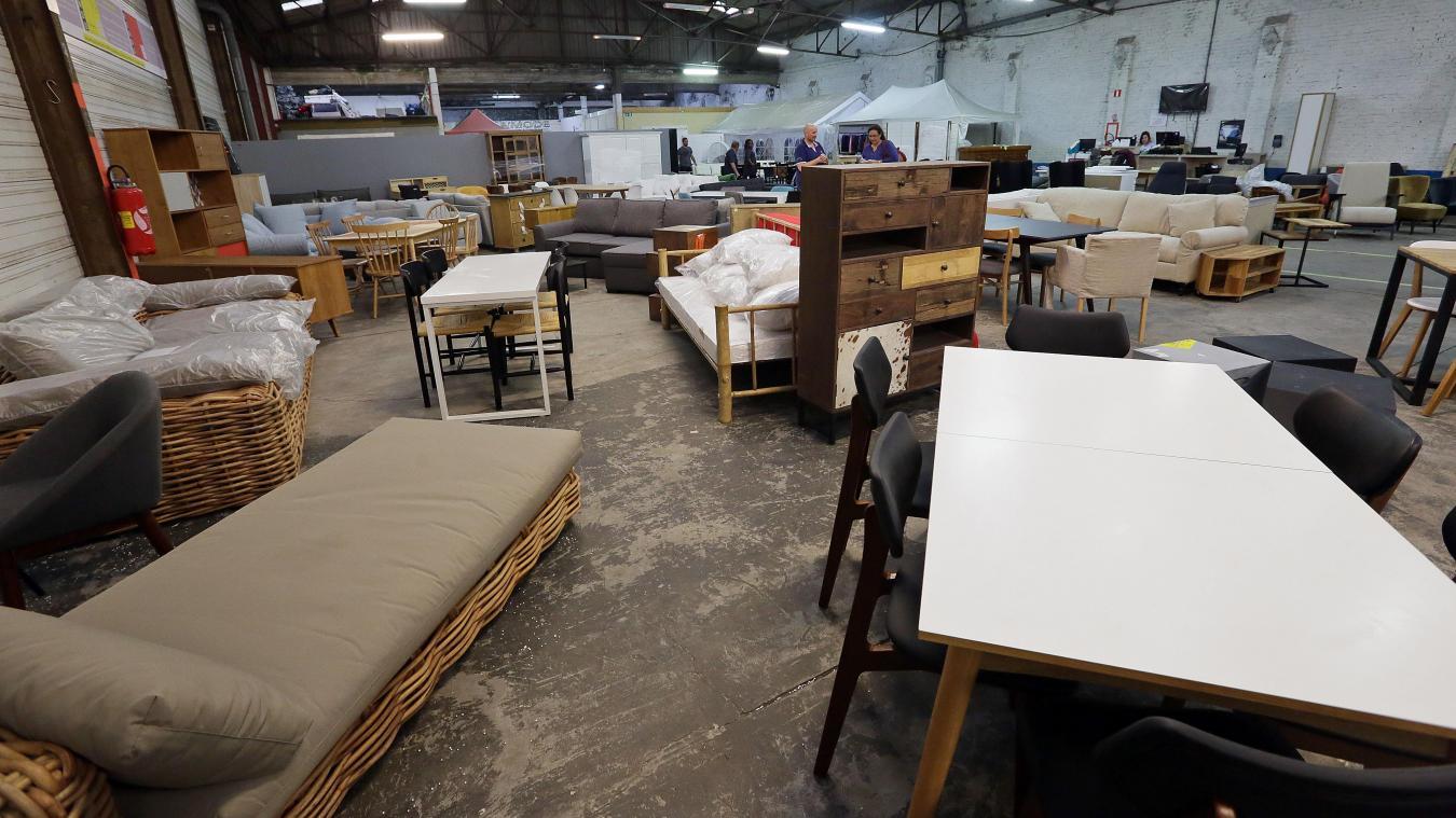 des meubles et canaps dont le prix public est divis par trois sont saisir photo hubert van maele vdn - Emmaus Canape