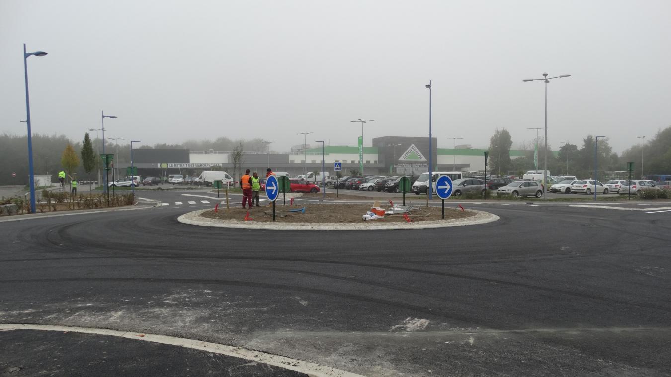 Le nouveau rond-point permet un accès plus facile au magasin de bricolage  et à 1ae88ff1940