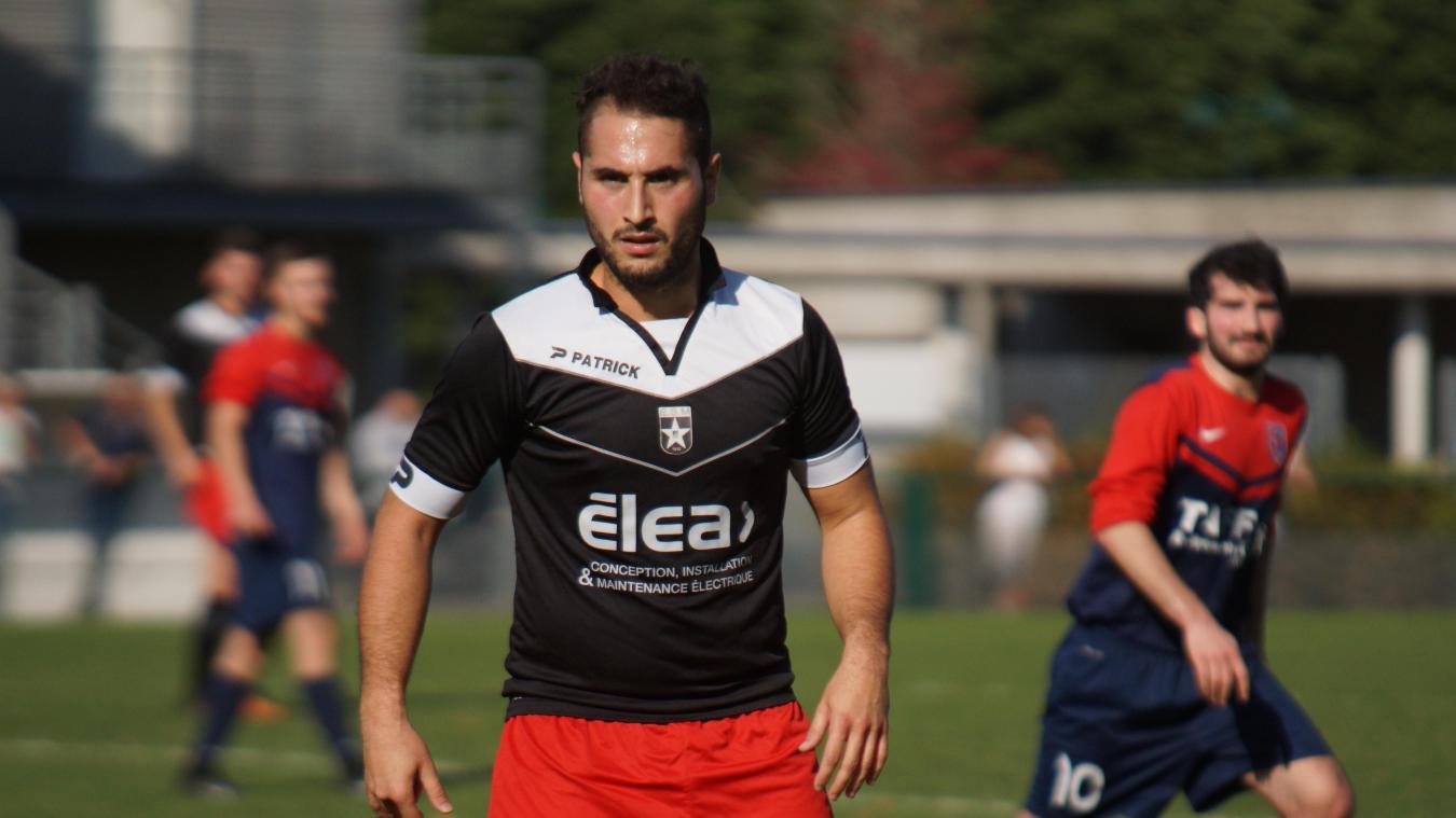 65bef7ad5fe Julien Santos avec le maillot de l'ES Mouvaux dimanche dernier en  championnat face à