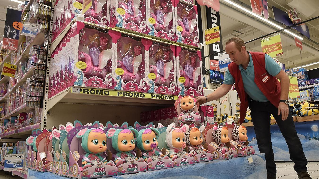 c3b591bccbbb8 Le rayon jouets du magasin Auchan, à Boulogne, est en ordre de bataille pour