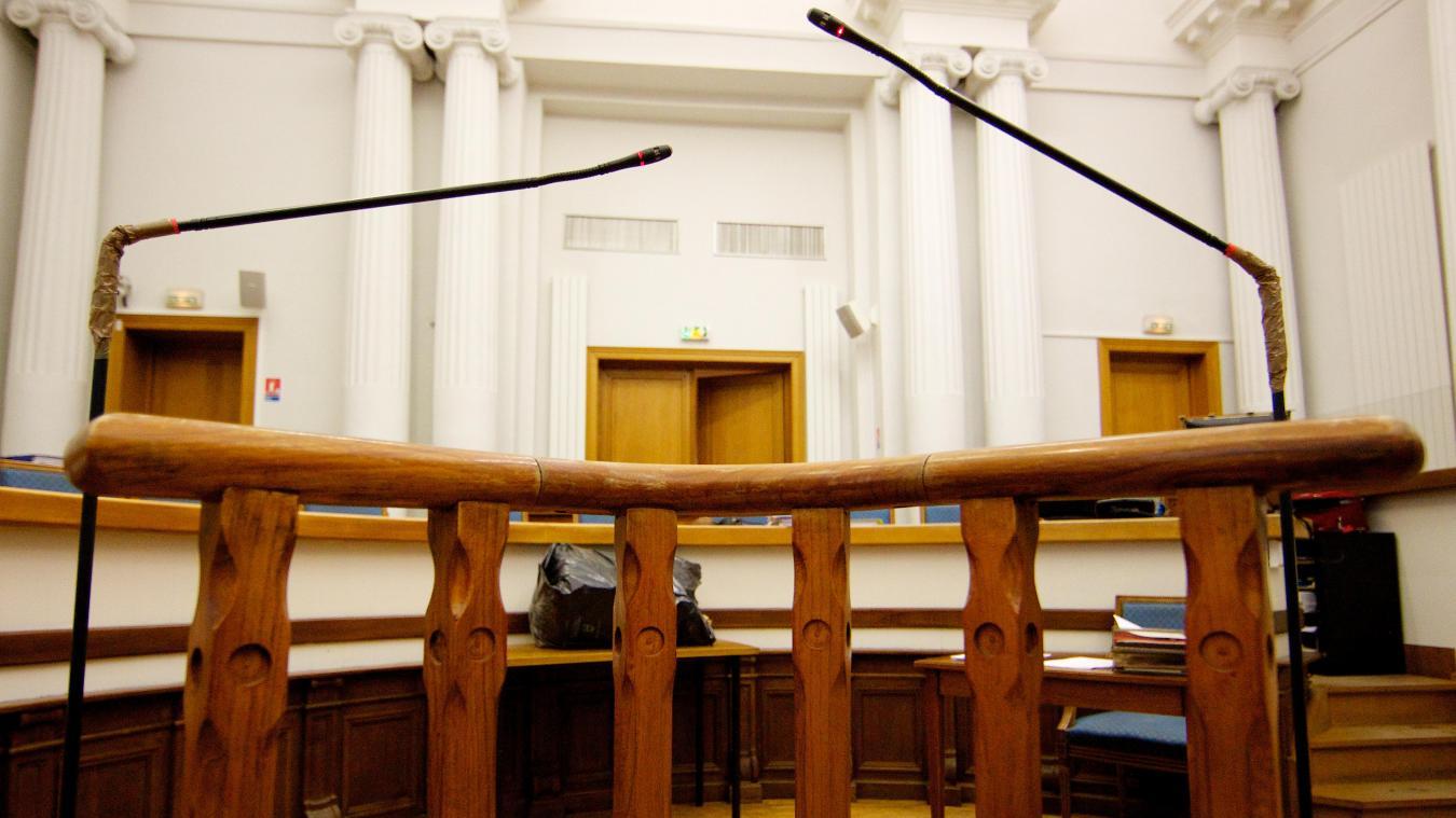 Dix ans de prison pour un médecin ayant violé 32 patientes — France