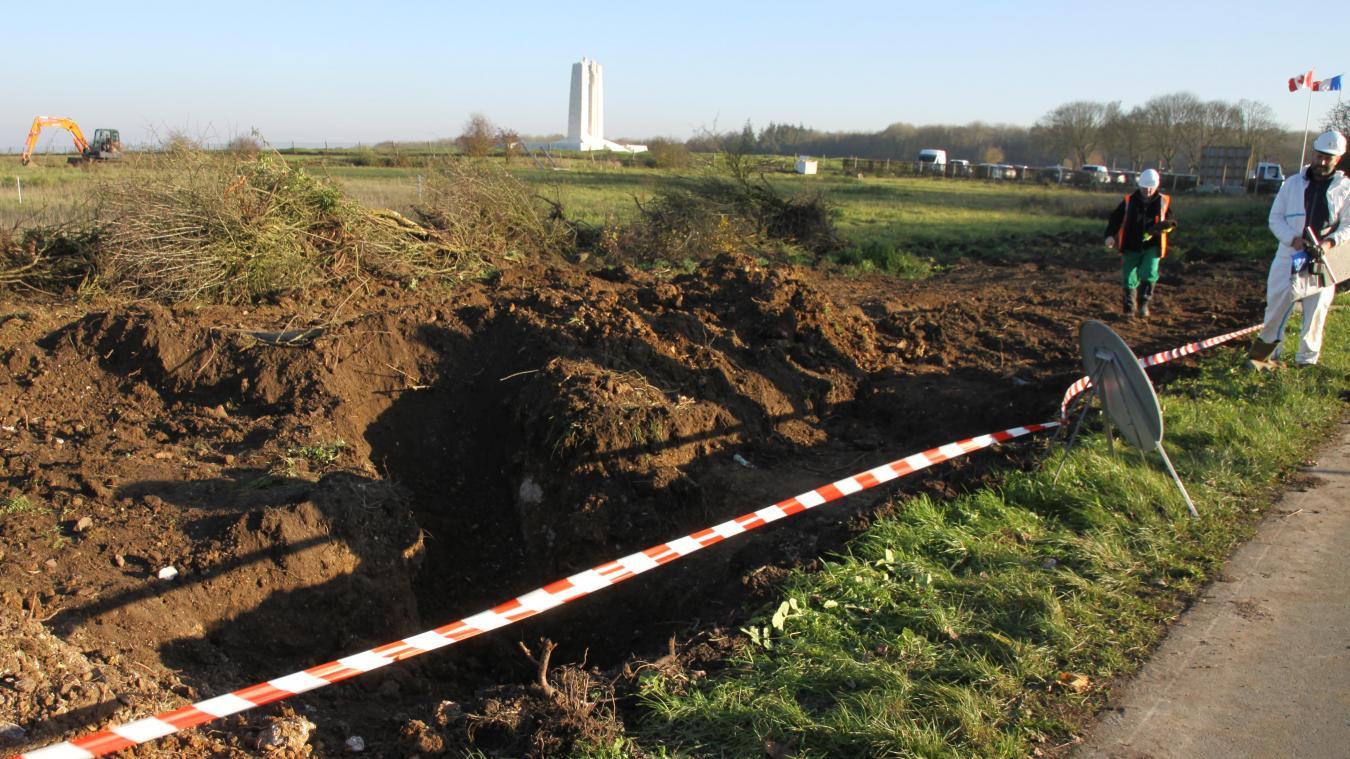 Sur place, une baïonnette a aussi été retrouvée. Mais pas de médaille permettant une identification rapide des corps.