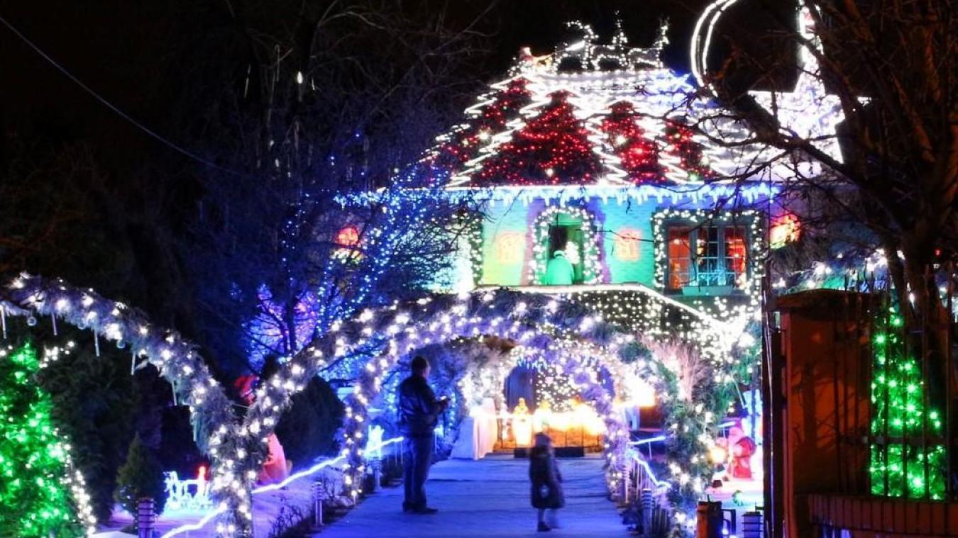 Insolite À Anhiers, on peut visiter la maison du père Noël !
