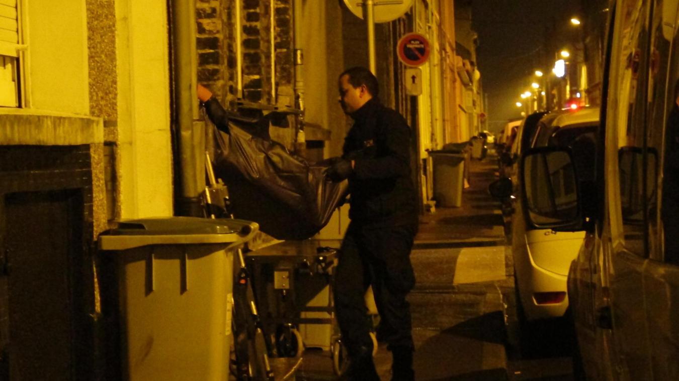 Le corps découvert mercredi matin rue Alfred Delcluze à Calais était entier alors que des rumeurs persistantes faisaient état d'un corps démembr