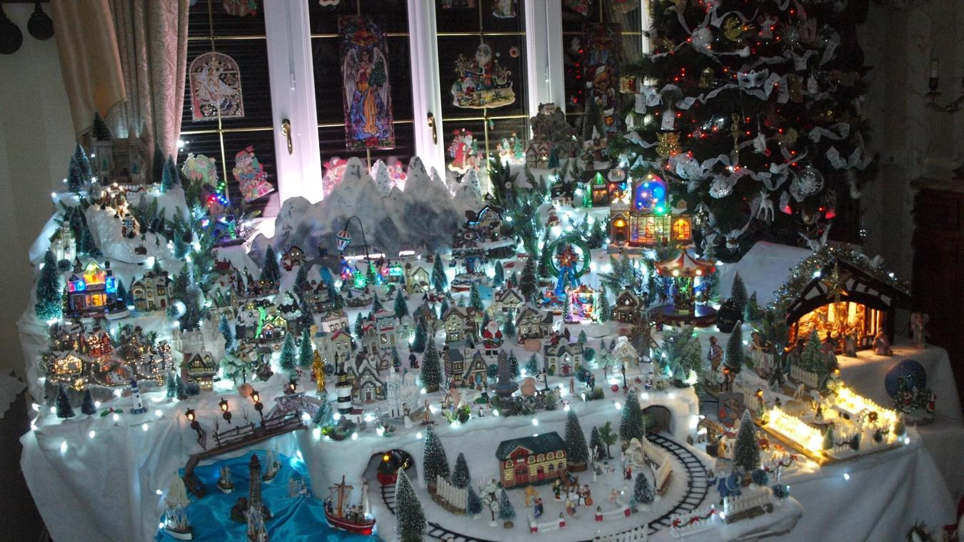 94b8b51d2f3ac8 L intérieur de la maison de Josette et Robert Pope est richement décoré  pour Noël