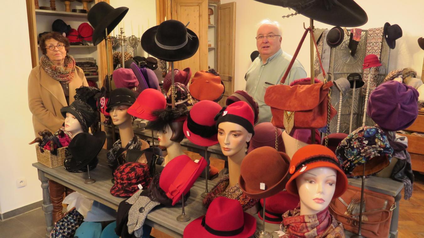 831aa93970216 Nelly et Claude Leducq au milieu des chapeaux de leur boutique nouvellement  ouverte rue Sadi-Carnot.