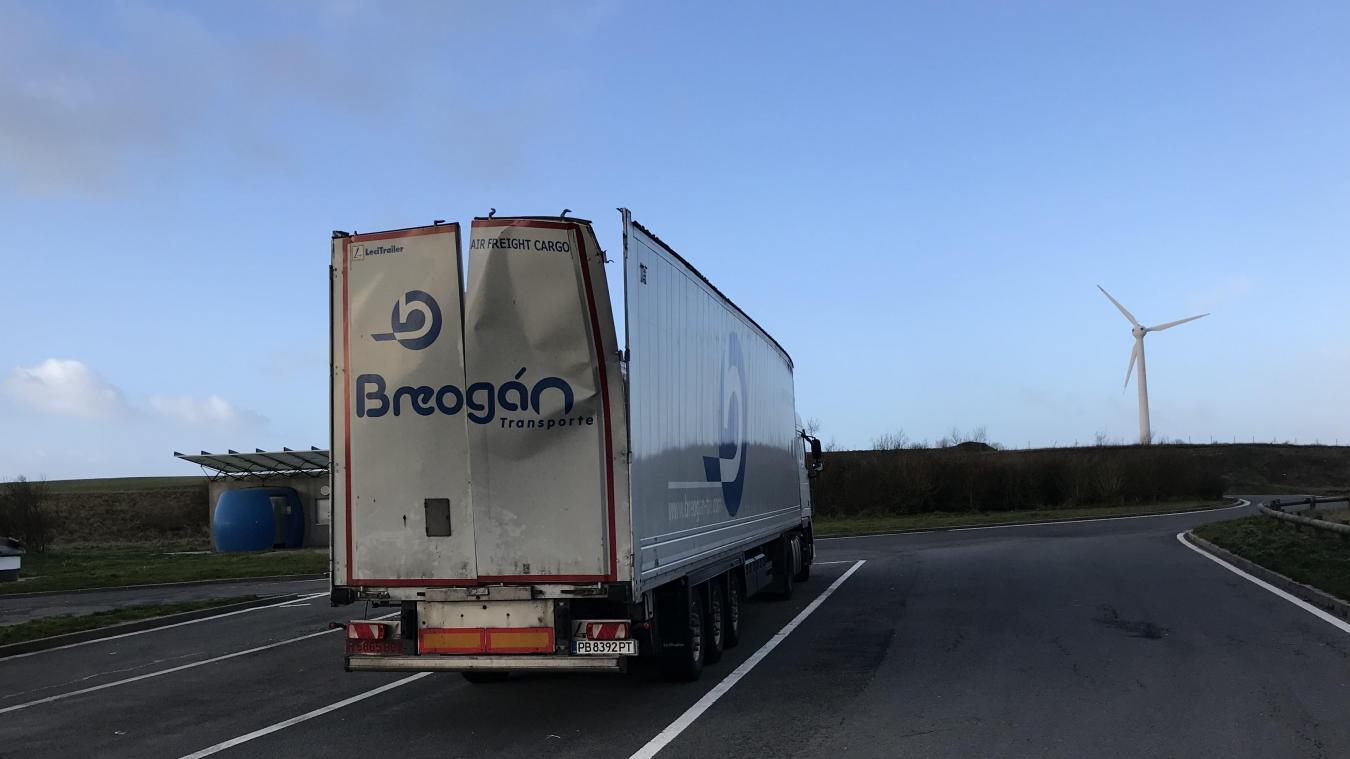 El conductor pudo alcanzar el área de descanso de Widehem para estacionar su camión de manera segura.