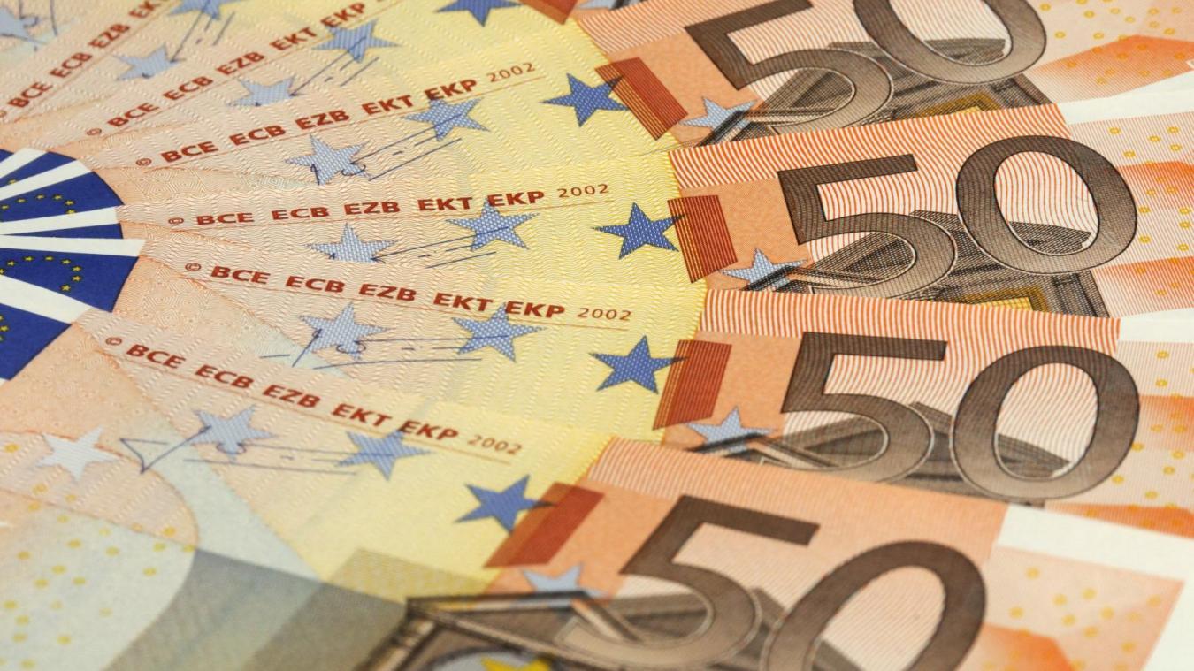 Insolite Sur Le Bon Coin Il Vend Une Commode Contenant 180000
