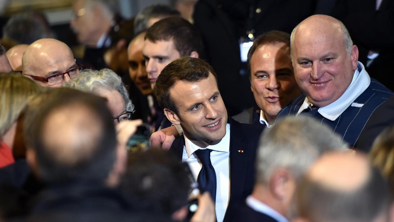 Emmanuel Macron Et Luciano Biondo Directeur De Lusine Toyota PHOTO PIERRE ROUANET