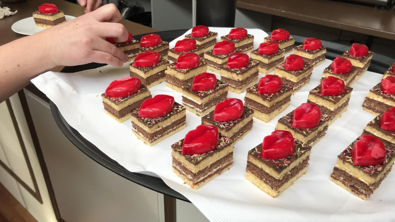 Génoise, crème diplomate, chocolat et moelleux à la cerise  voici le Zot\u0027