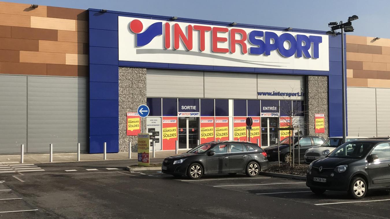 8c46455831dfd2 Le magasin Intersport a été la cible d'une cambriolage de la part de deux