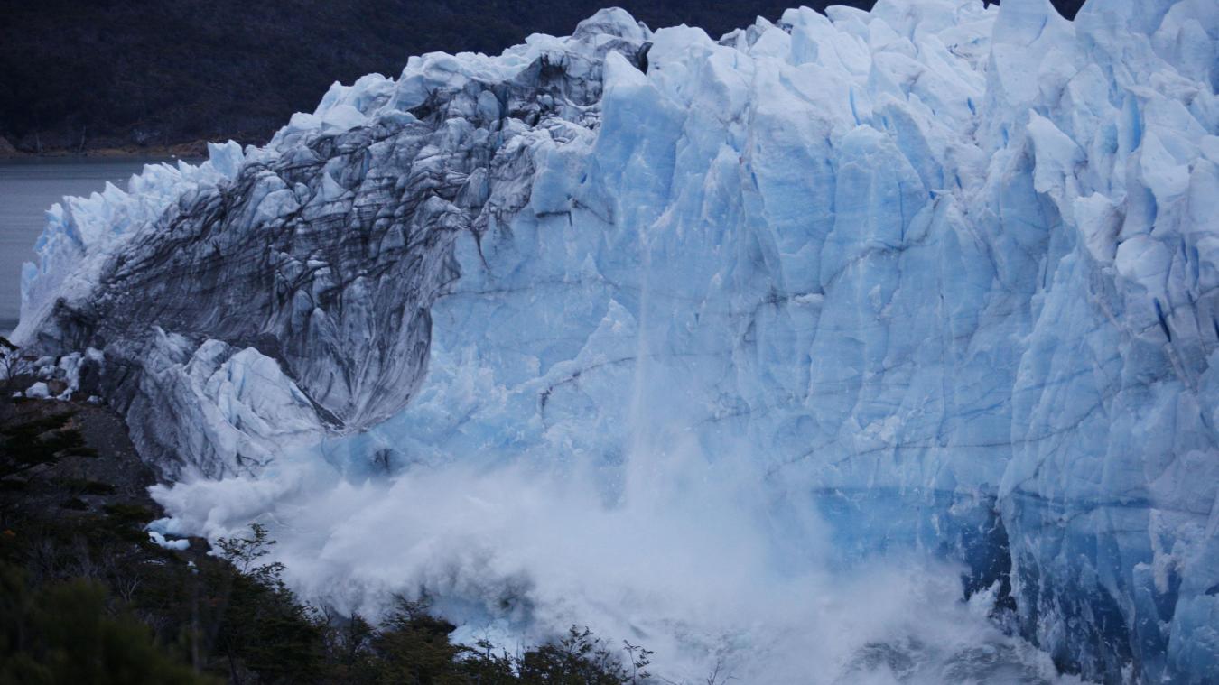 Les images saisissantes d'un glacier qui se rompt — Argentine