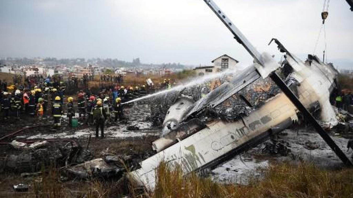 Un avion de ligne bangladais s'écrase à Katmandou au Népal