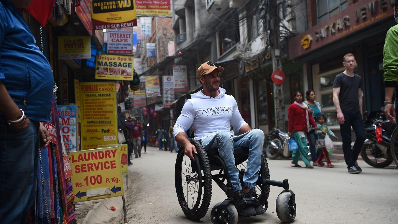 Je sors avec un mec en fauteuil roulant Dresde rencontres