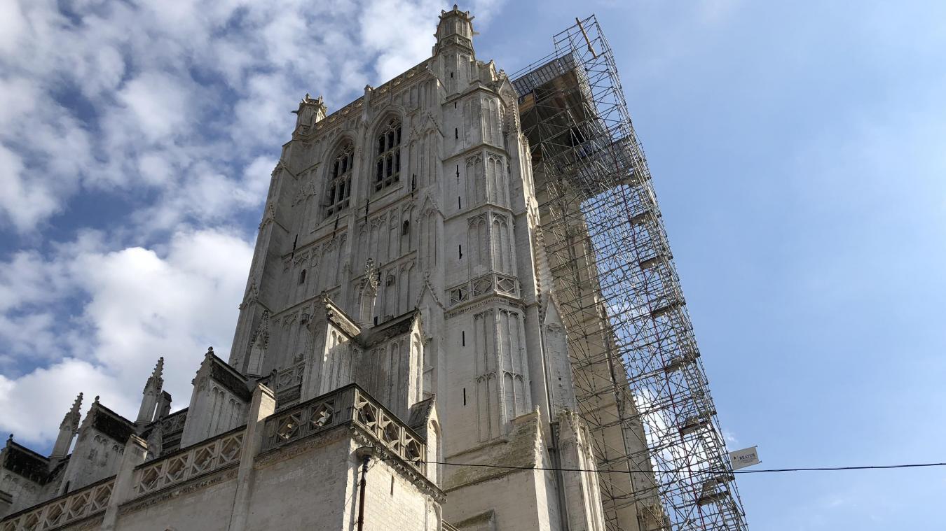 Un groupe de jeunes a grimpé sur l'échaffaudage jouxtant la cathédrale Notre-Dame à Saint-Omer. Ils ont tenté de mettre le feu à 50 mètres de hauteur.