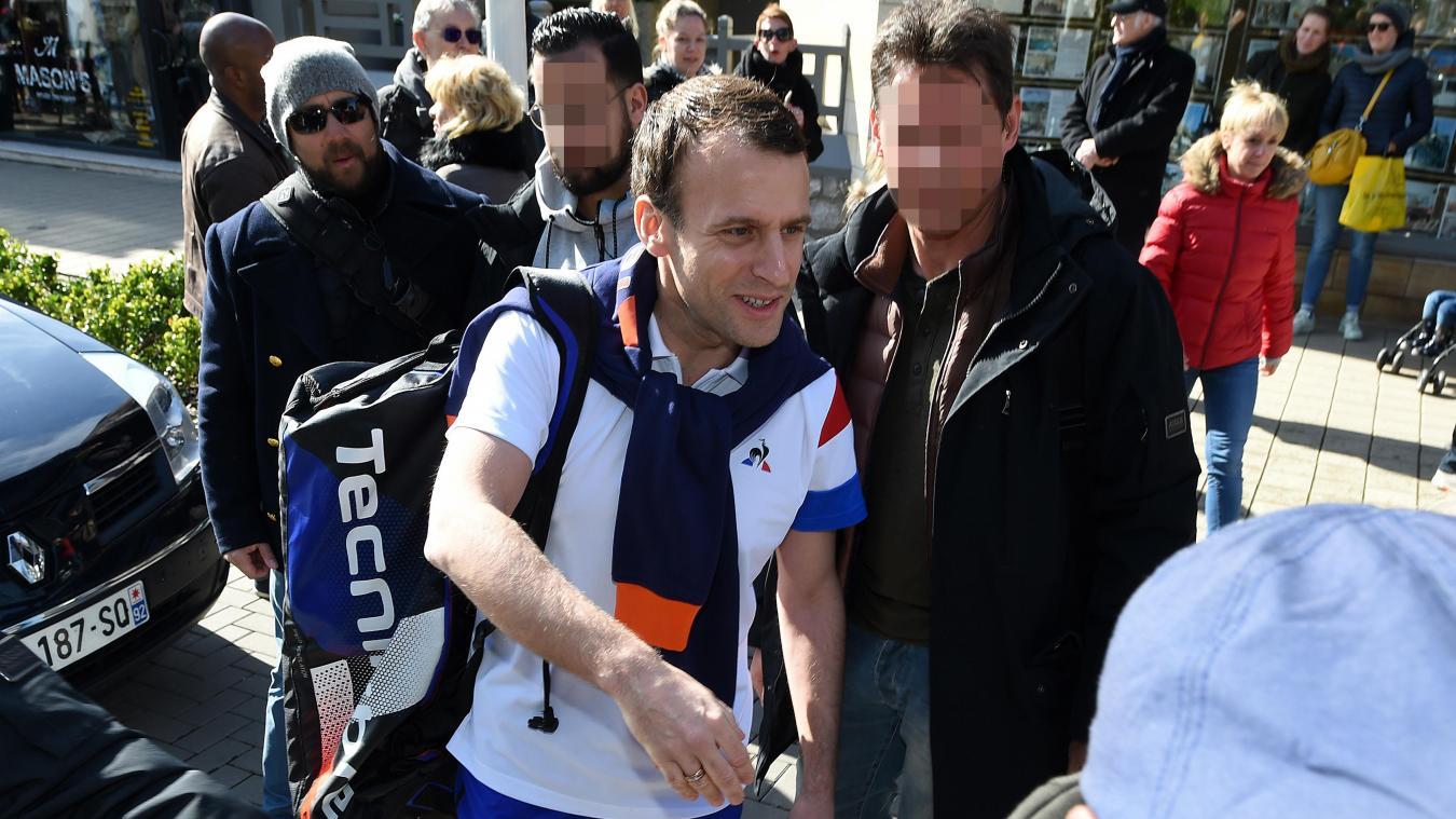 Grève à la SNCF : Macron répond à un passant qui l'encourage