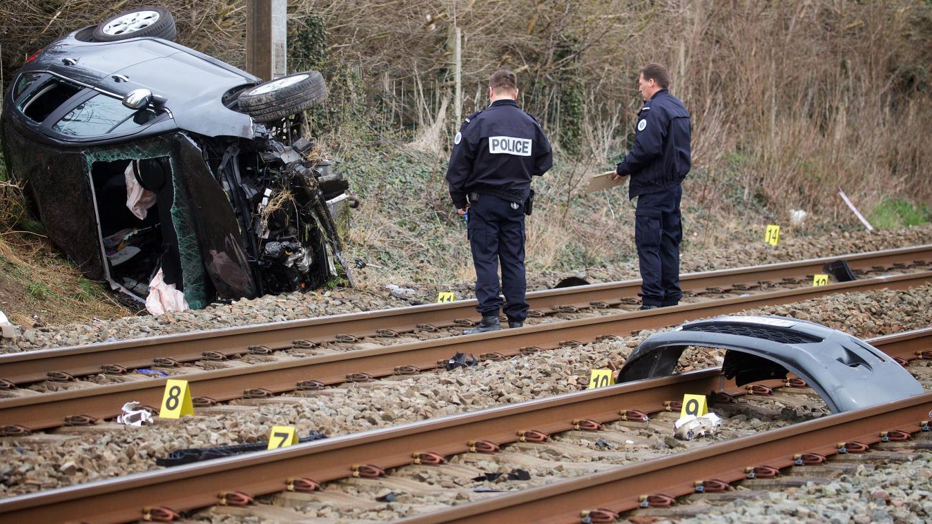 Une voiture percute une locomotive, deux morts — Pas-de-Calais