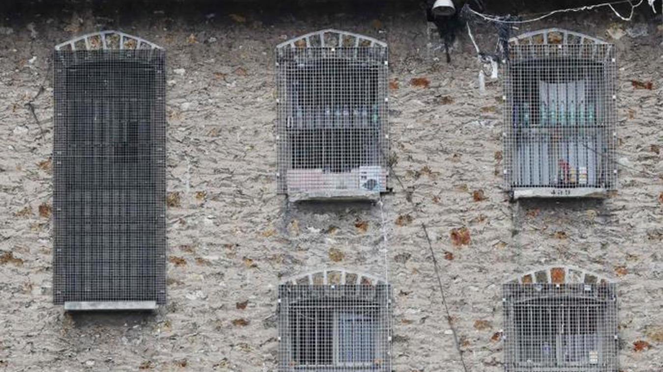 Deux smartphones découverts dans la cellule d'un détenu fiché S — Fresnes