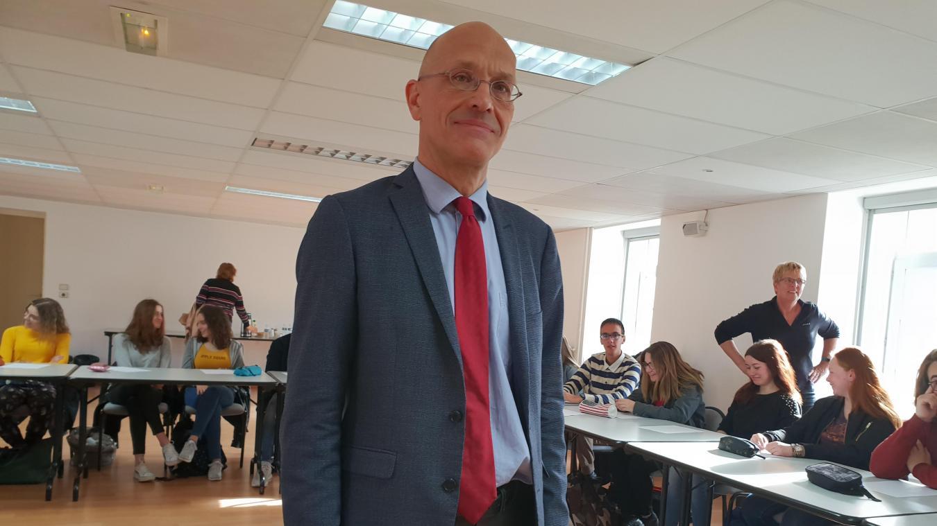 0a4a37eb50f Jean Ferrière est haut fonctionnaire européen depuis 1999. Il est intervenu  auprès des lycéens de