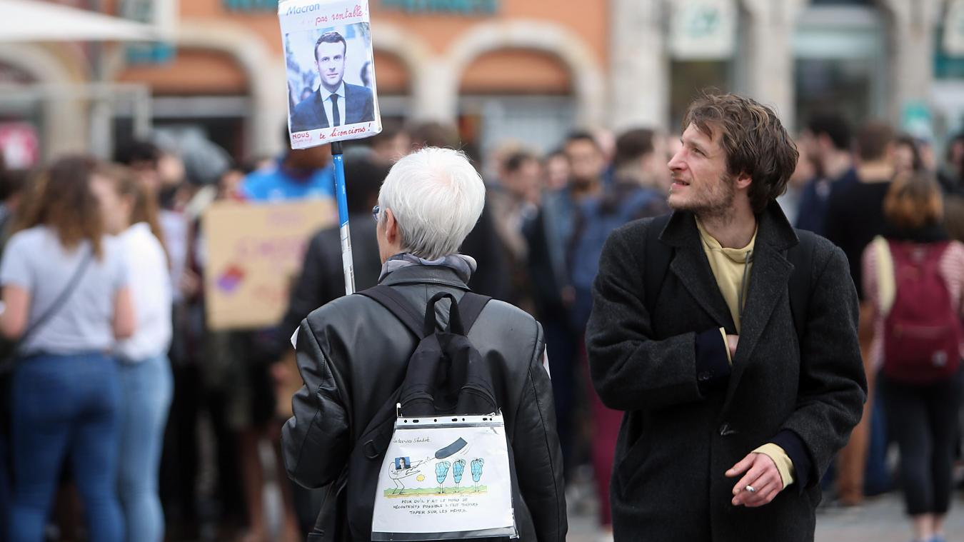 Face à Macron, la CGT tente d'initier une