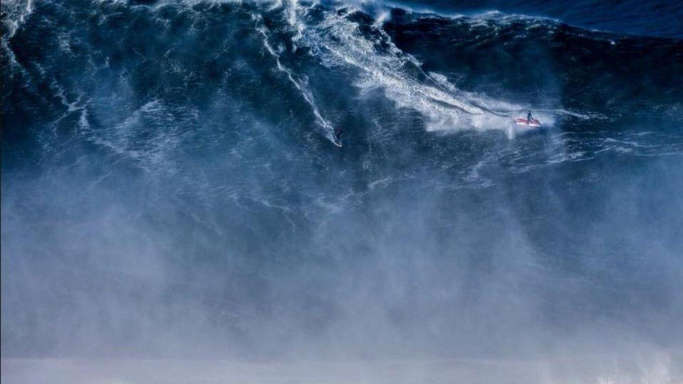 En images. Le record de la plus grosse vague jamais surfée battu !