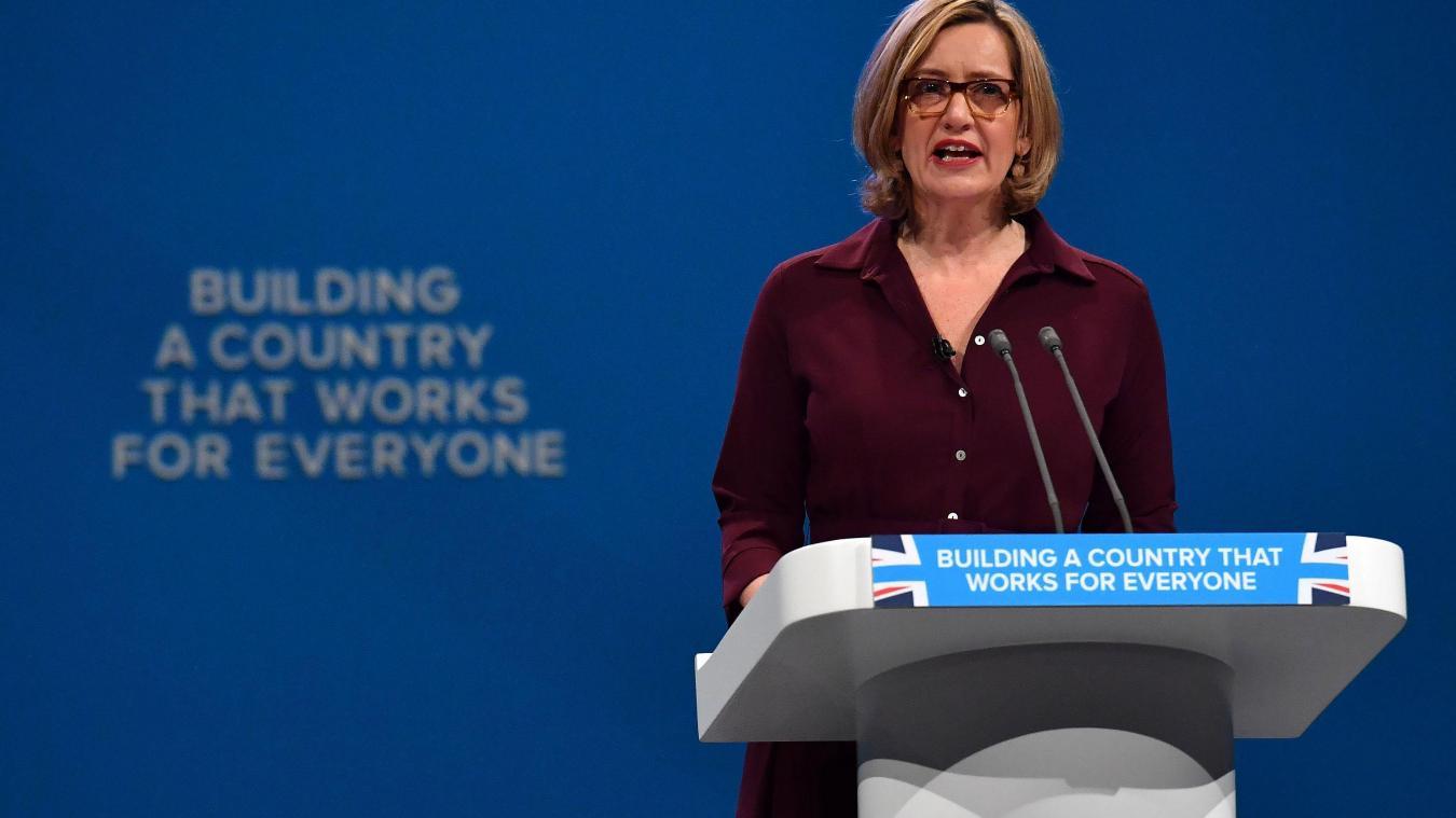La ministre de l'intérieur démissionne — Grande-Bretagne