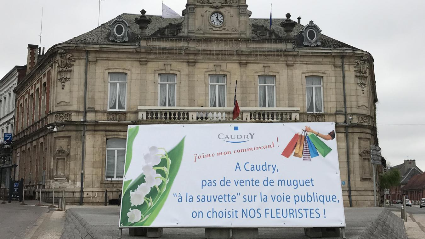 d9194e7e70e Le panneau mis en place au pied de la mairie de Caudry ce lundi a suscité