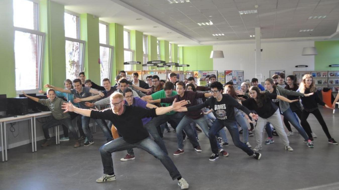 Lors d'une répétition au lycée. Rendez-vous au Grand Sud pour le spectacle avec les amis anglais et allemands.