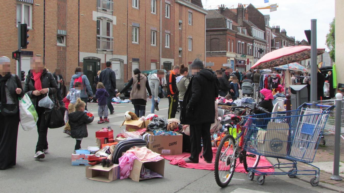 La scène s'est déroulée sur le marche de Fives, dimanche après-midi rue Pierre-Legrand à Lille-Fives. Photo archives « La Voix »