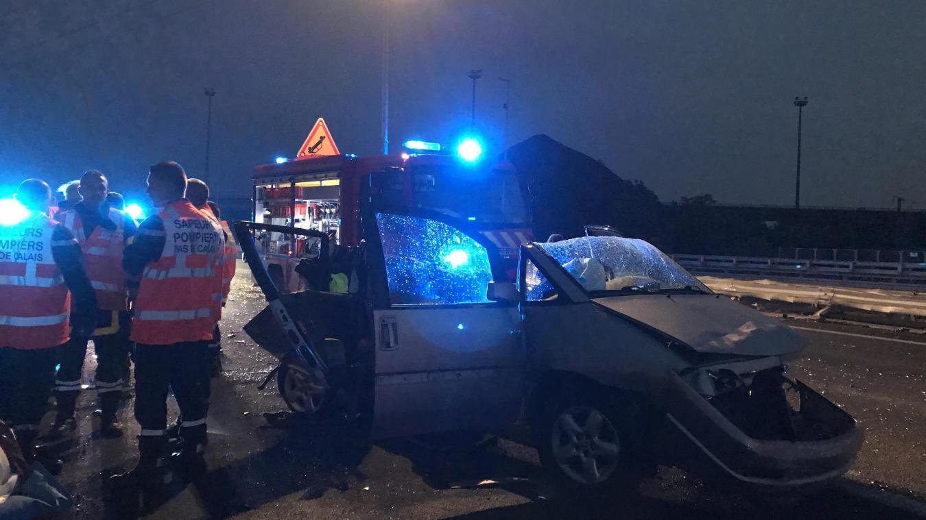 Malgré les efforts des secours, l'un des passagers de la voiture n'a pu être secouru.