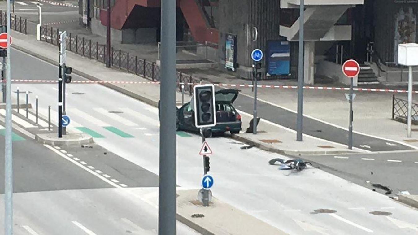 Une voiture suspecte retrouvée près du CHRU de Lille: l'opération est terminée, aucun engin explosif dans le véhicule