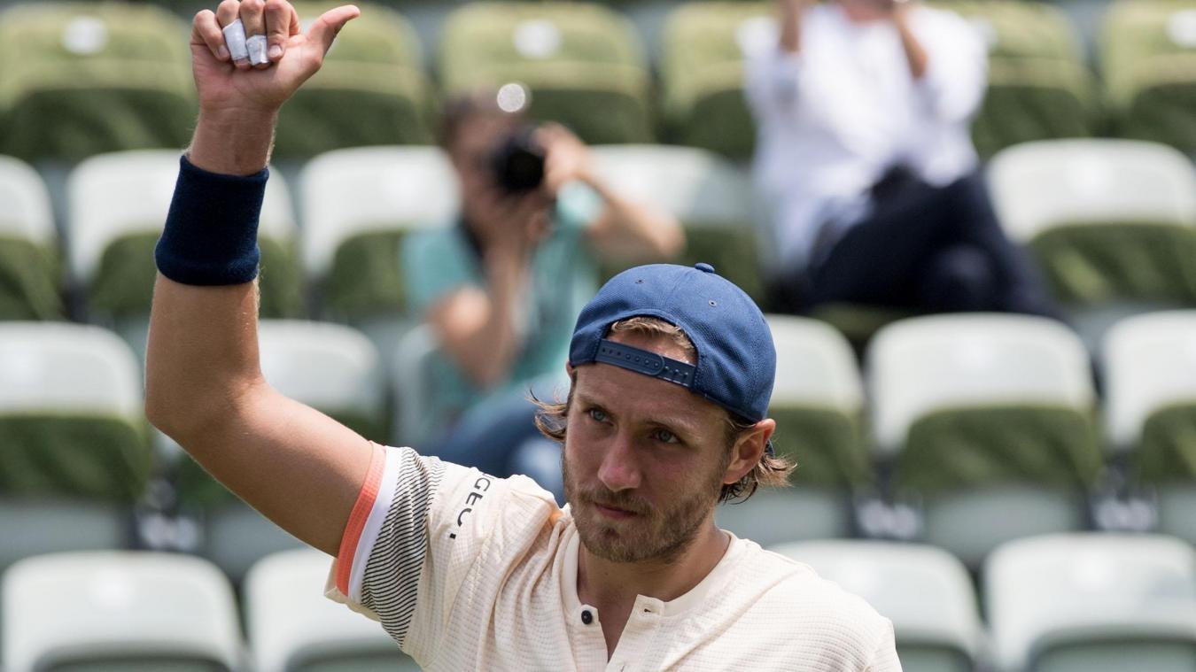 Federer, redevenu N°1 mondial, remporte à Stuttgart son 98e titre