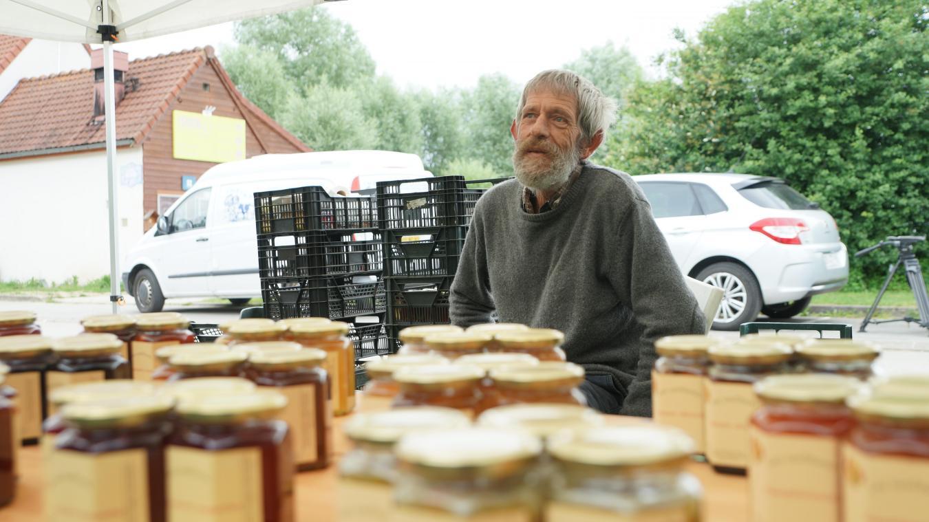 2db02cd215ec Clairmarais  Au marché flottant, un peu de folklore, des produits ...
